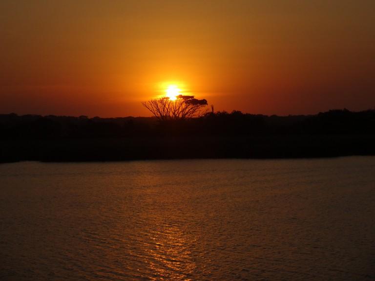 Sunset over the Hluhluwe River, iSimangaliso Wetlands Park © Mandy/Flickr