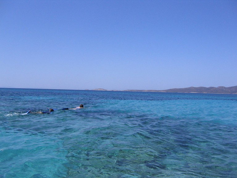 Snorkeling off the little island during a boat trip |© SNappa2006/Flickr