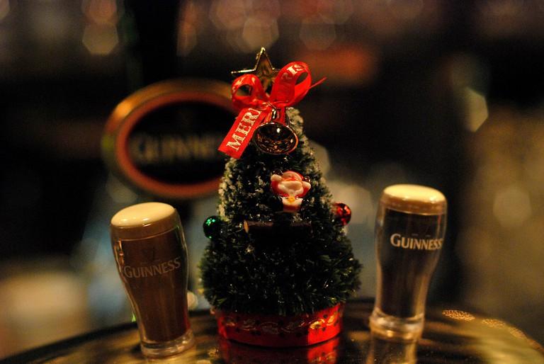 Guinness Christmas decoration | © Yumi Kimura/Flickr