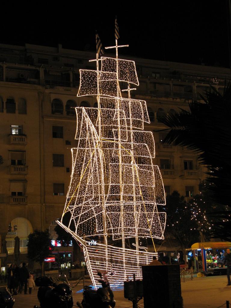Thessaloniki's X-mas boat | © Tilemahos Efthimiadis/Flickr