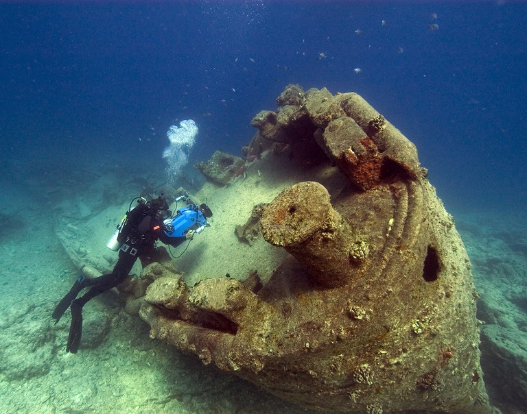 NOAA diver John Brooks inspecting the remains of the USS MACAW at Midway Island. Hawaii, Papahanaumokuakea Marine National Monument. 2005 | ©NOAA Photo Library/Flickr
