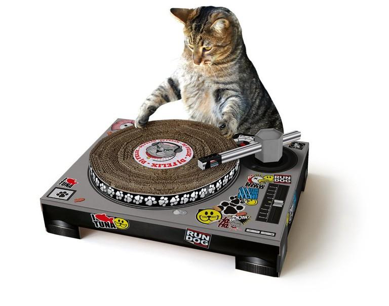 Cat Scratching Deck   © Suck UK