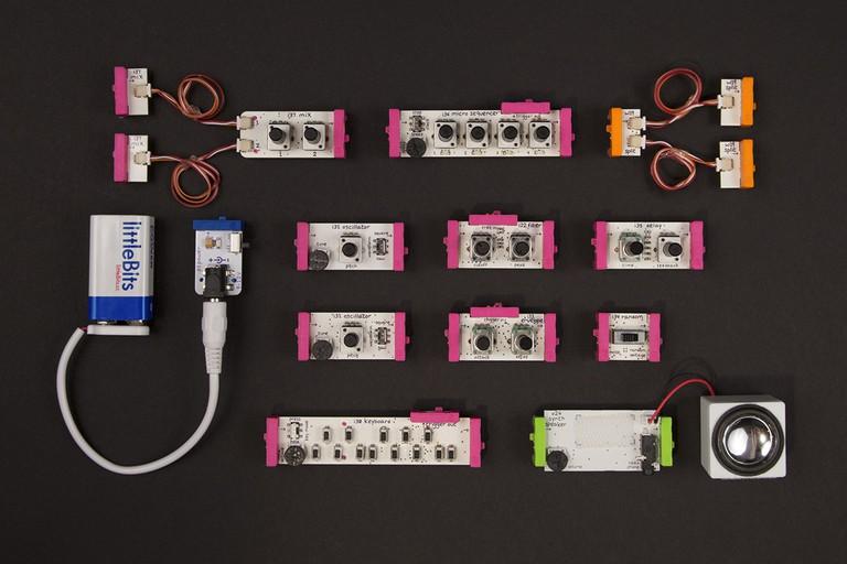 LittleBits Electronics Synth Kit   © littleBits