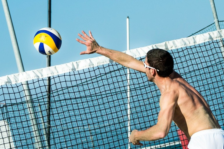Playing beach volley  © pixabay