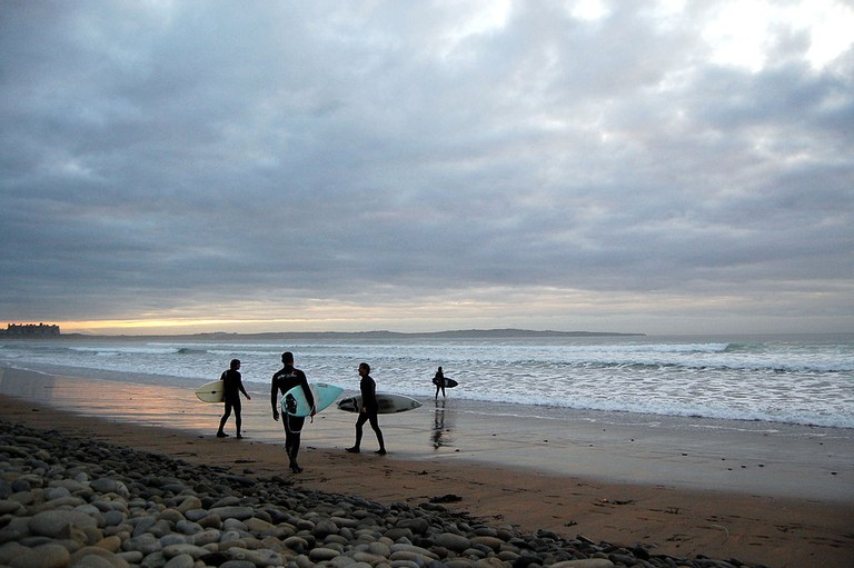 Surfers on Doonbeg's Doughmore Beach | © Lukemcurley/Flickr