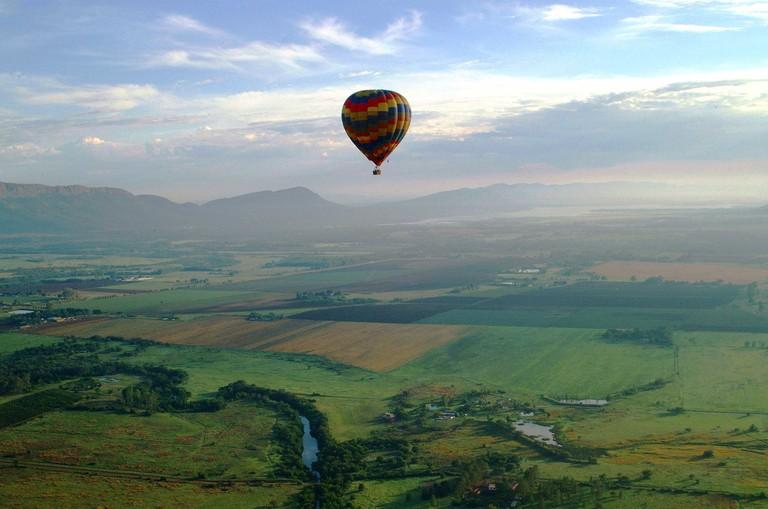"""Balloon safari over the Magalies River Valley © Courtesy of Bill Harrop's """"Original"""" Balloon Safaris"""