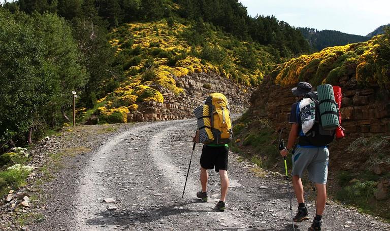 Hiking in Spain | ©LisaRedfern https://pixabay.com/en/hike-backpack-backpackers-walking-892919/