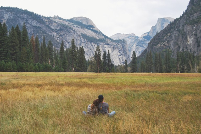 Couple in field © Anneleise Phillips/Unsplash
