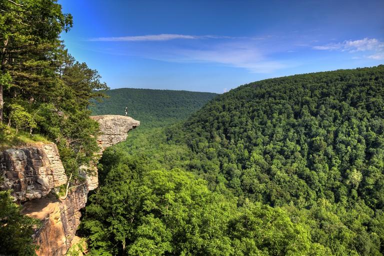 Hawksbill Crag, AR | © Brandon Alms/Shutterstock