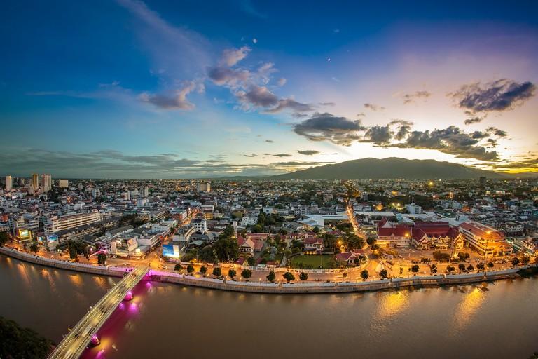 Chiang mai cityscape at twilight © I love photo / Shutterstock