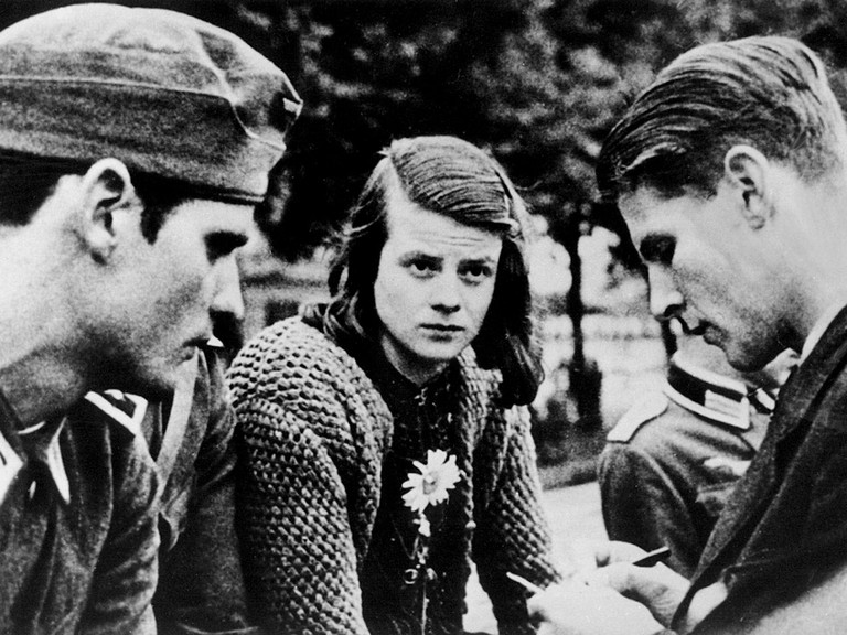 Anti-Nazi resistance fighters Sophia Scholl, brother Hans (l.), and Christop Probst |