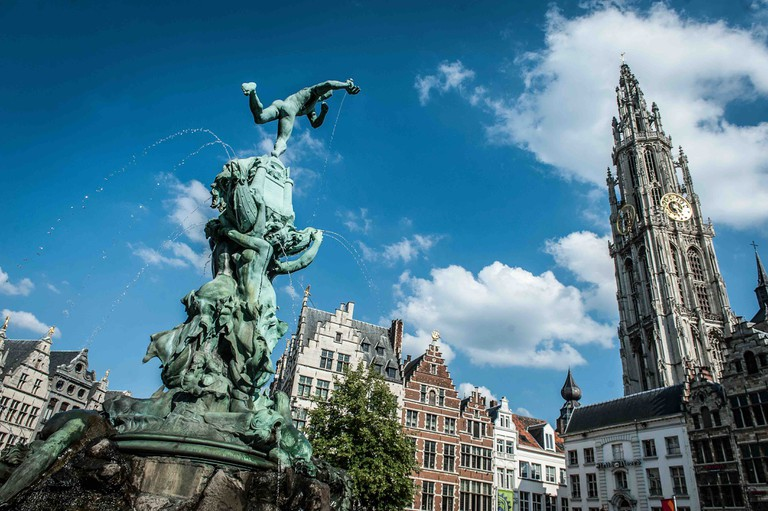 Brabo statue in front of City Hall   © Sigrid Spinnox/courtesy of VisitAntwerp