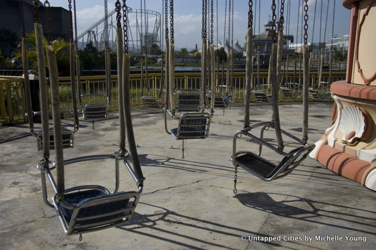 The abandoned swings |© Michelle Young/Untapped Cities