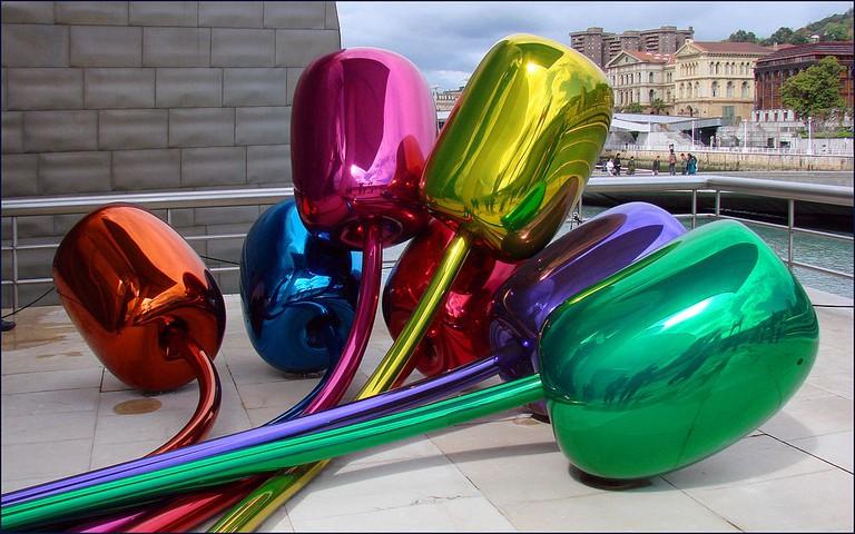 Tulips by Jeff Koons at the Guggenheim, Bilbao │© dalbera