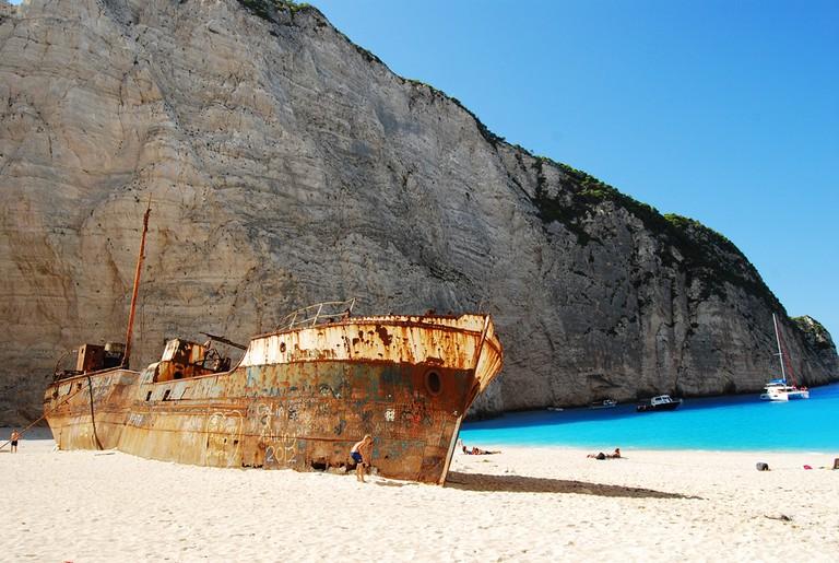 Navagio beach in Zakynthos|© Monica Renata /Flickr