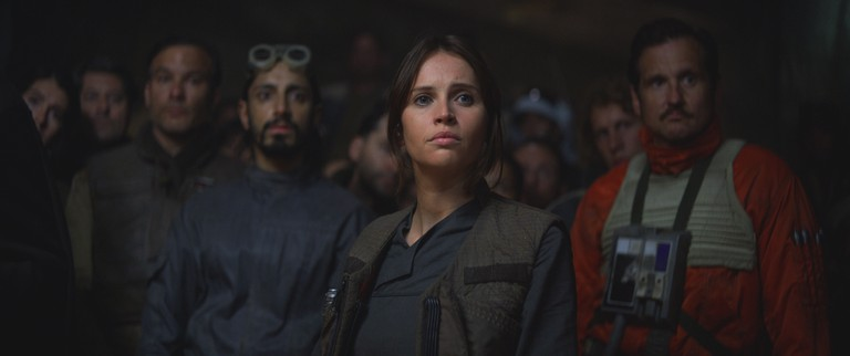 Rogue One: A Star Wars Story..Jyn Erso (Felicity Jones), Bodhi Rook (Riz Ahmed) | © 2016 Industrial Light & Magic, a division of Lucasfilm Entertainment Company Ltd.