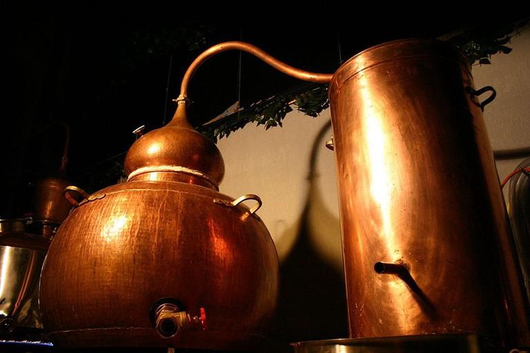 distillery | ©Bitterherbs1 / Wikimedia Commons
