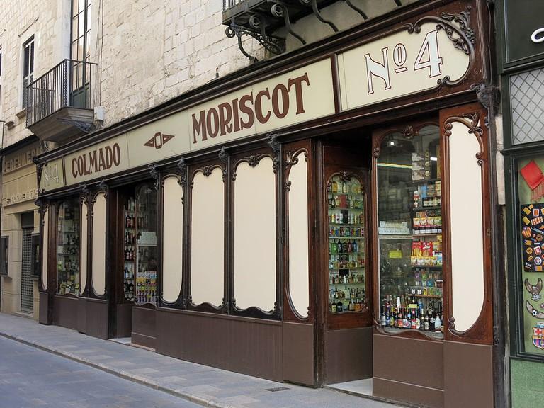 Shops in Girona, Spain | ©Enfo / Wikimedia Commons