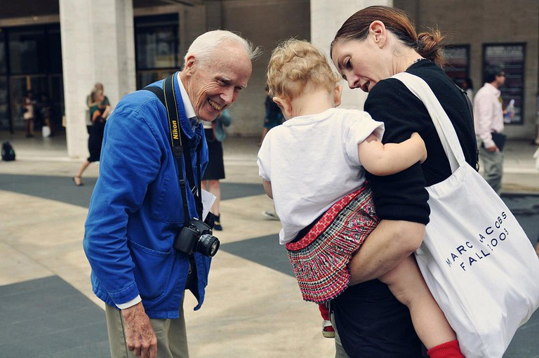 Bill Cunningham at Fashion Week photographed by Jiyang Chen | © WikiCommons