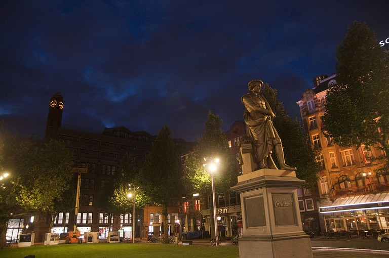 Cocos Outback is just behind the Rembrandt statue on Rembrandtplein | © Adefranza / WikiCommons