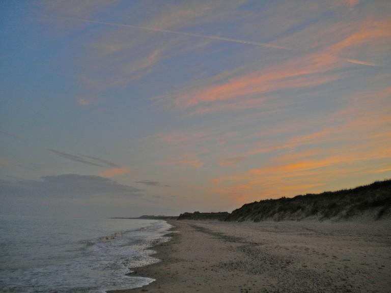 Morriscastle Beach at sunset, looking towards Tinnaberna and Wexford town | © Mark sinnott/WikiCommons