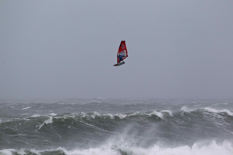 Danny Bruch from Germany with a huge forward loop at Brandon Bay, Southern Ireland. | © Red Bull Content Pool