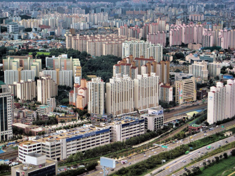 Seoul apartment buildings create a unique urban landscape | © Francisco Anzola / Flickr