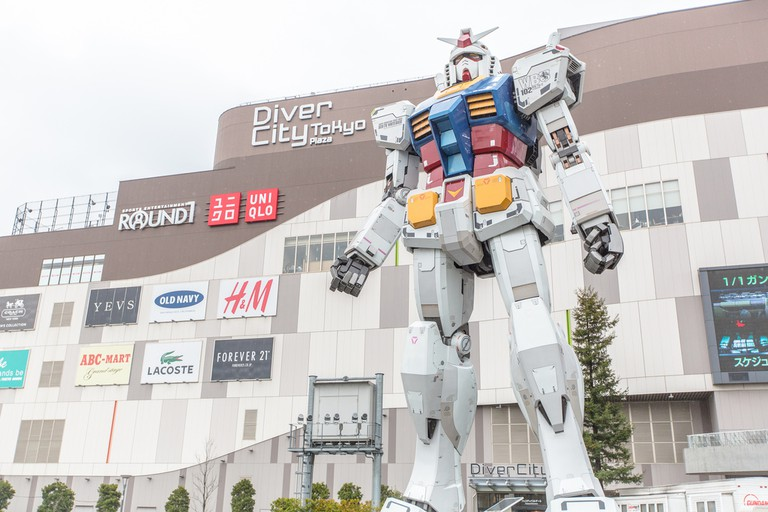Gundam outside Diver City Odaiba | © IQRemix / Flickr