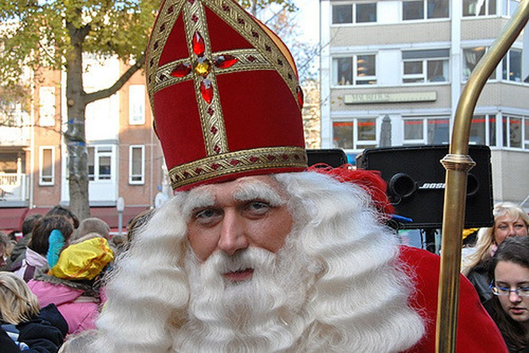 St. Nicholas out on the streets | ©FaceMePLS / Flickr