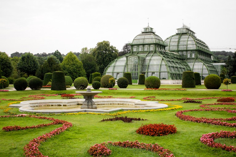 The Palm House in the English Garden of Schonbrunn | © Shadowgate / Flickr