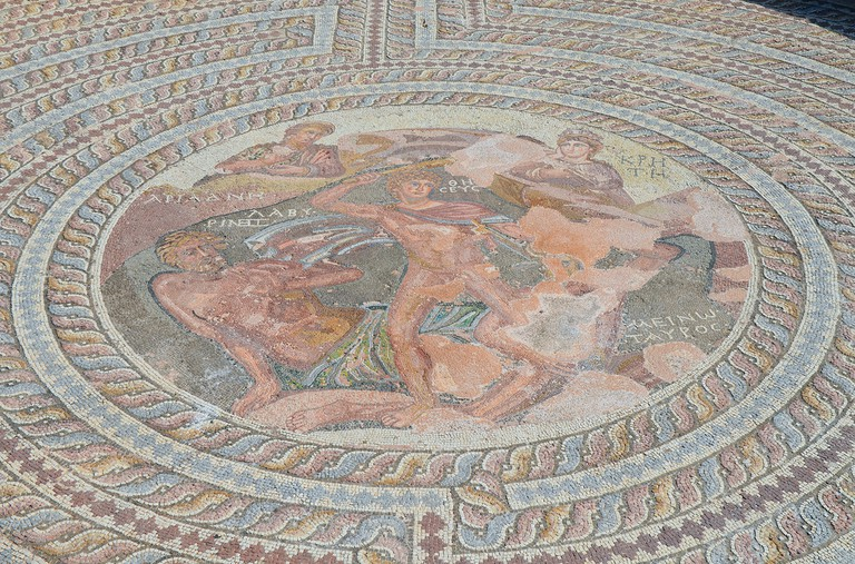 Mosaic floor depicting the myth of Theseus slaying the Minotaur │© Carole Raddato/Flickr