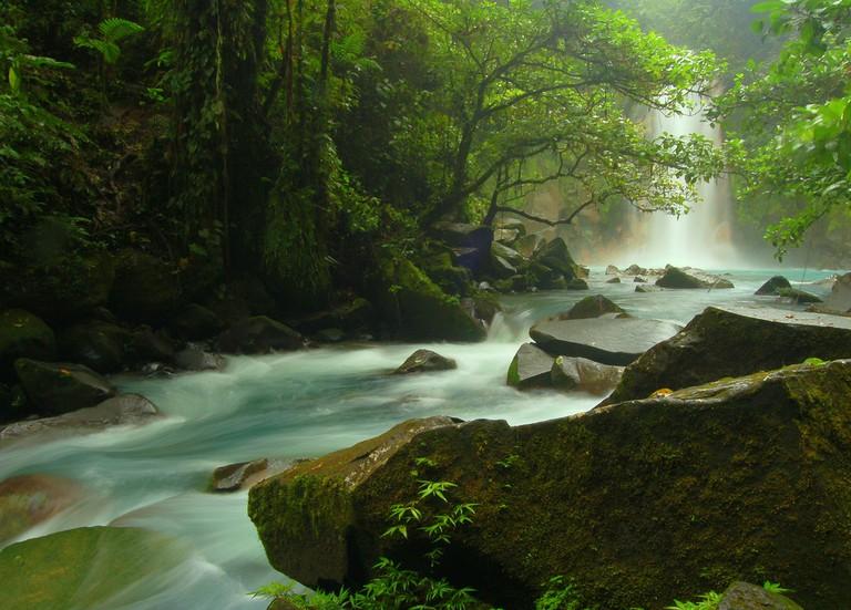 Rio Celeste Falls/Bruce Thornson/Flickr