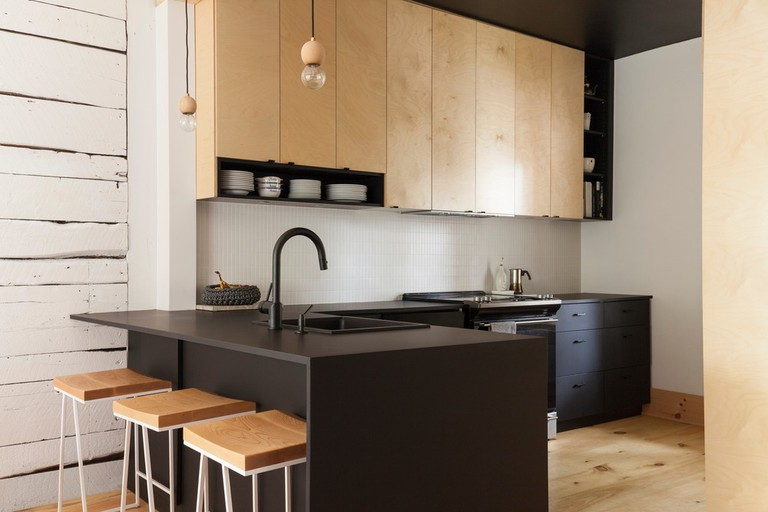 The kitchen is compact yet open to the dining area | © Maxime Brouillet