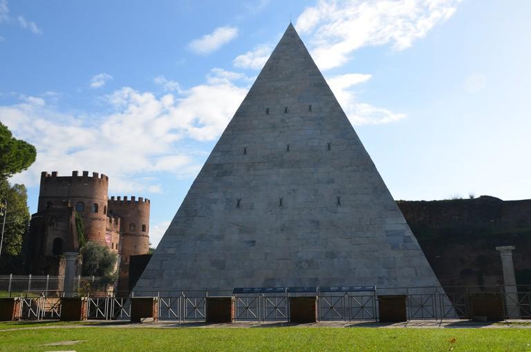 The pyramid of Gaius Cestius | © carolemage/Flickr