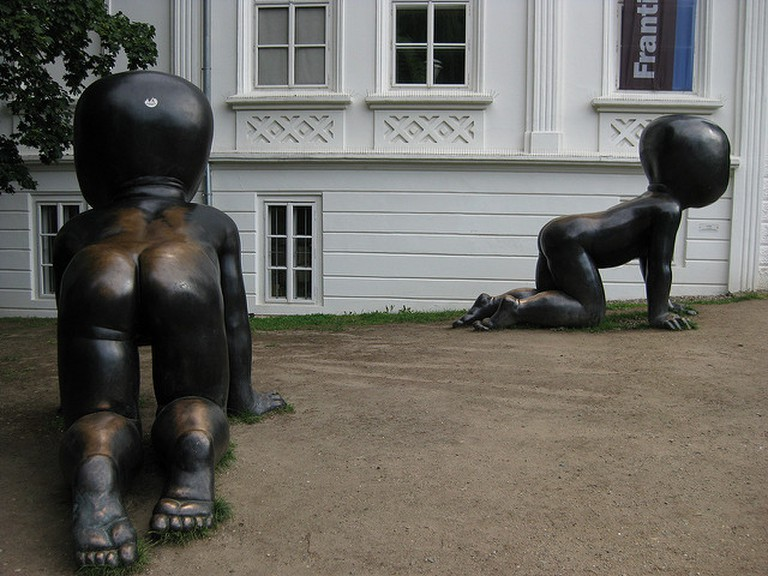 David Cerny's babies near the Kampa Museum / ©Achim Hepp / Flickr