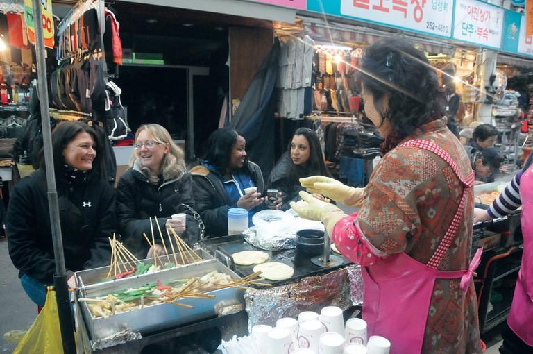 Tasting hoddeok at Seomun Market | © Hye-jin Kang / Flickr
