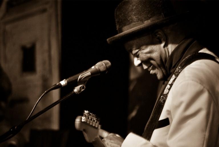 Buddy Guy performing at Legends   © aaronHwarren / Flickr