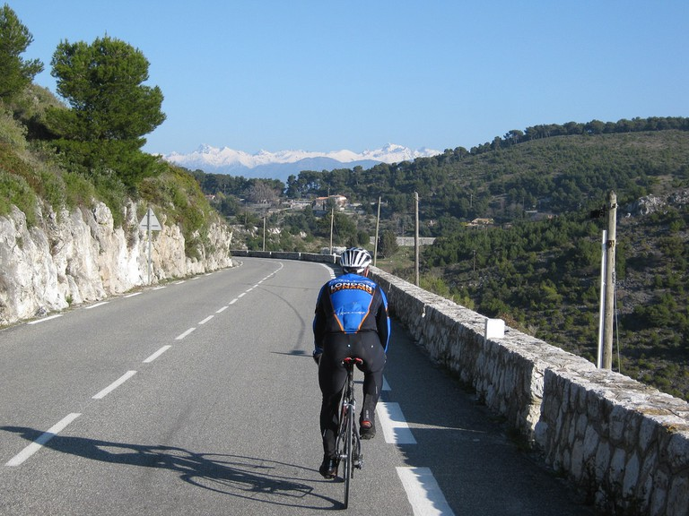 Nice offers some amazing scenery to cycle through - just beware the hills | © garycycles/flickr