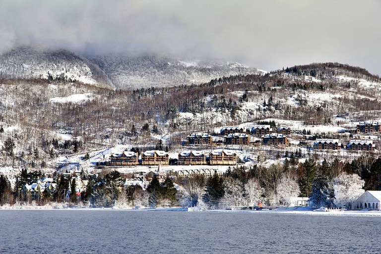 Snowy Mont Tremblant Village | © Artur Staszewski / Flickr