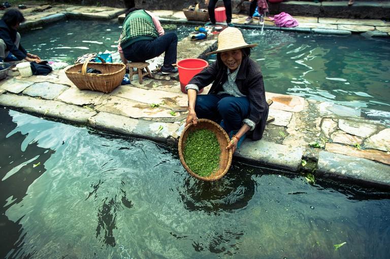 Shuinanwan village / 水南湾   washing the veggies / 洗菜 ©Tauno Tõhk / 陶诺/Flickr