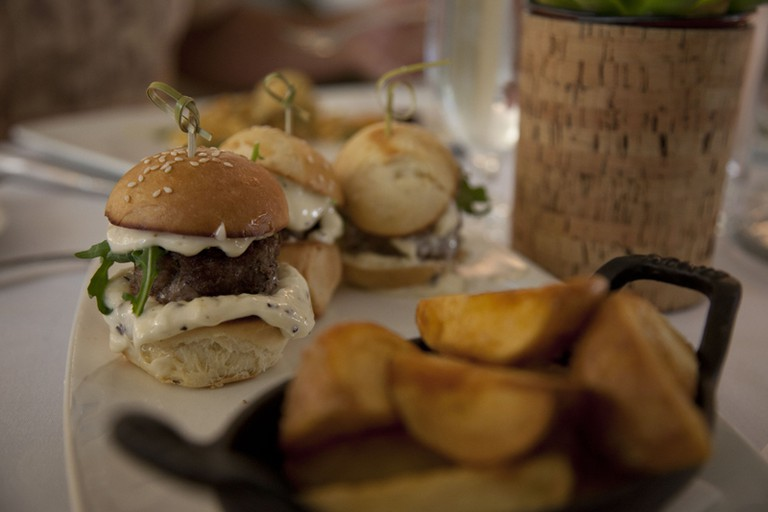 Mini burgers   ©Sonny Abesamis / Flickr