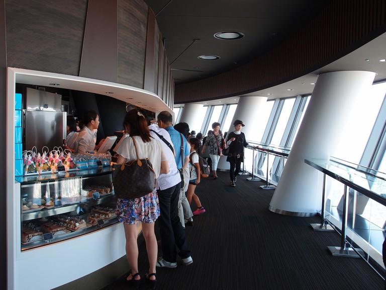 Cafe in the Tokyo Skytree Observation Deck | © Guilhem Vellut/Flickr