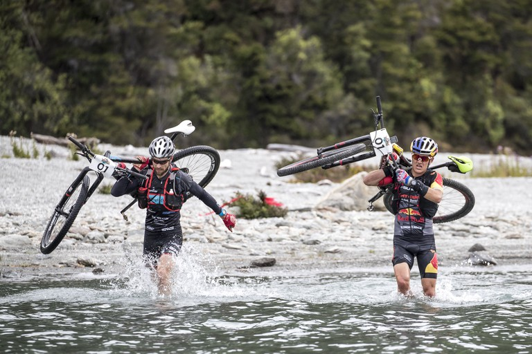 Elite Mens winners, Braden Currie and Josiah Middaugh tackle the ever-changing terrain | Courtesy of Red Bull Content Pool