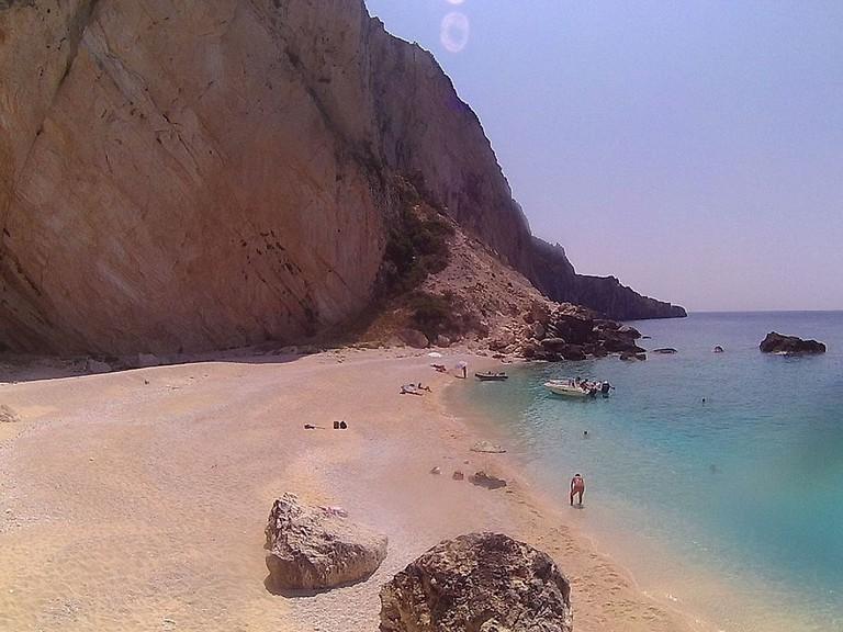 Aspri Ammos beach in Othonoi | © Katechis303/WikiCommons