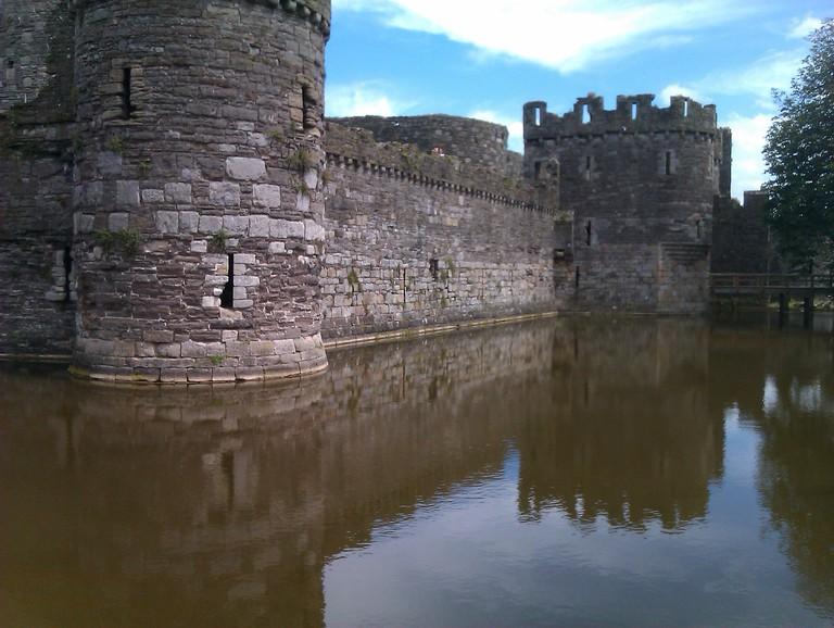Beaumaris Castle moat ©Oatsy40/Flickr