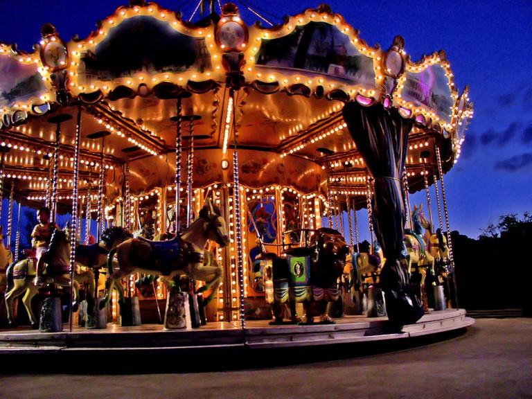 Carousel in Paris │©Alfie Ianni / Flickr