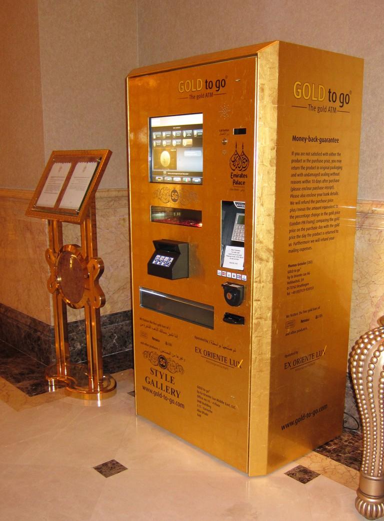 Gold vending machine in Dubai | ©Guðmundur Ólafsson / Wikimedia