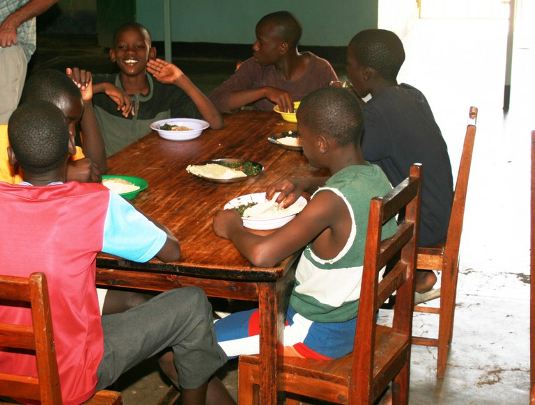 How to eat Ugali | © Richard Portsmouth / Flickr