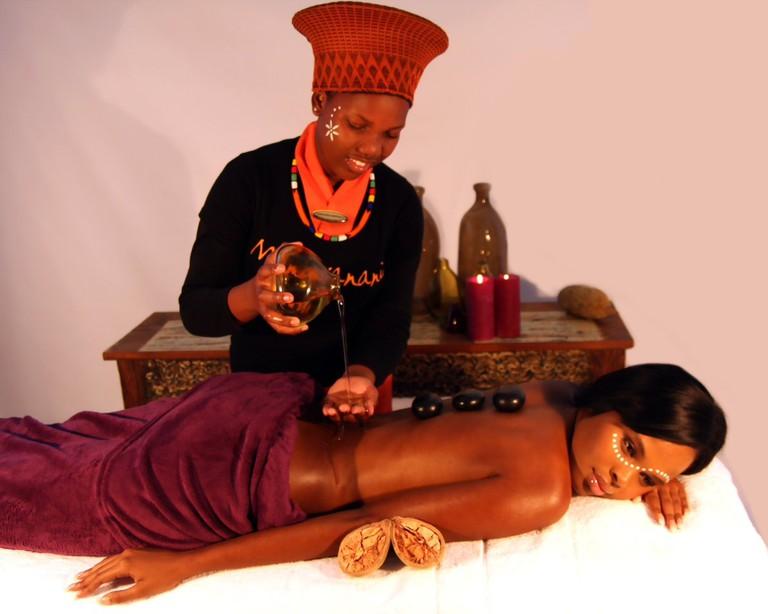 Hot stone massage at Mangwanani © Courtesy of Mangwanani African Spa