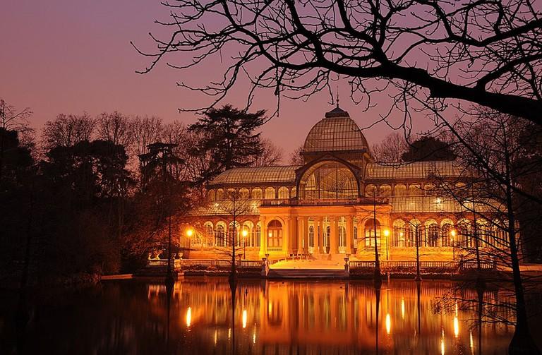 The Palacio de Cristal at night | © Felipe Gabaldón/ Wikipedia